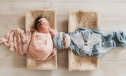 The Way a Photographer Honored This Newborn's Late Twin Brother Is Heartbreakingly Beautiful